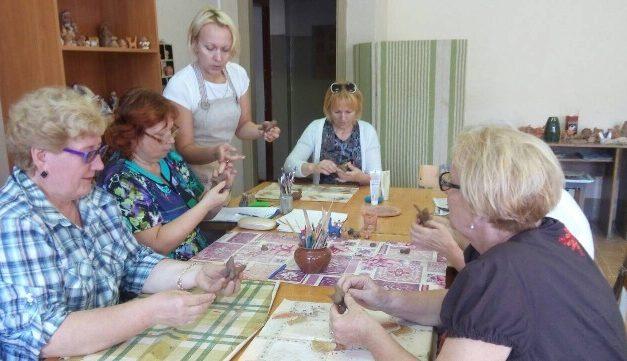 Мастер-класс для пожилых провелГУО «Центр творчества детей и молодежи «Прамень» в Октябрьском районе г.Гродно