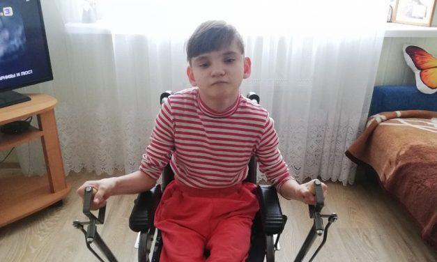 Новую кресло-коляску изготовили для одиннадцатилетней гродненки