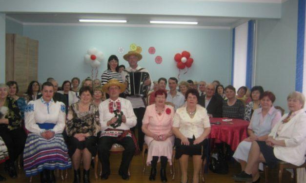 Музыкально-творческий вечер «Гимн женщине» в отделении для пожилых