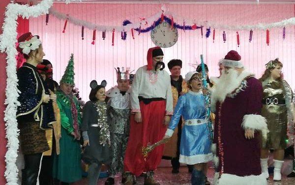 Новогодний огонек «В ожидании Деда Мороза» в Зельве