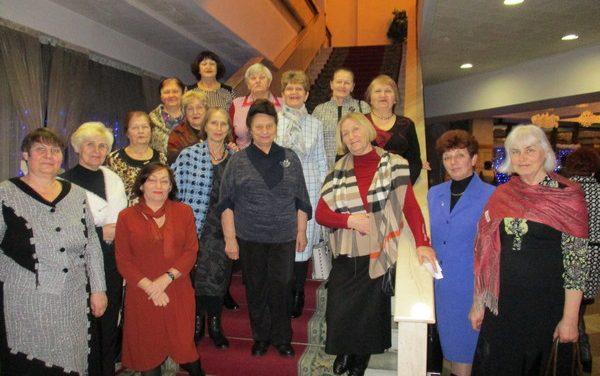 Пожилые люди Зельвенского района посетили Гродненский драмтеатр