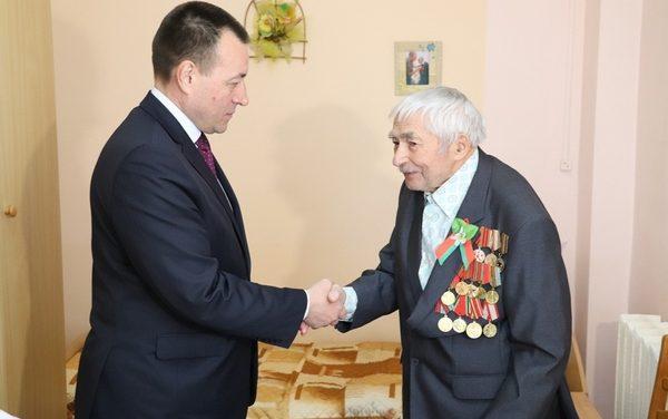 В Новогрудке ветеранам и участникам Великой Отечественной войны вручили выплаты единовременной материальной помощи к 75-летию Великой Победы