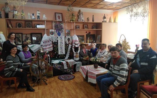 Посещение выставки народного творчества «З родных вытокаў» в городе Ивье