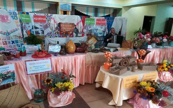 Праздничная выставка ивьевских пожилых
