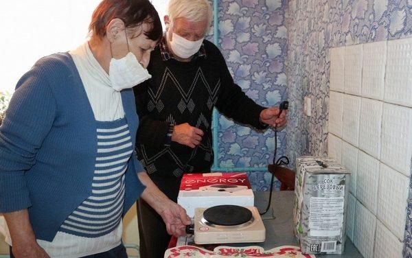 Электроплиты подарили постояльцам дома самостоятельного совместного проживания в д. Октябрьская