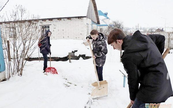 Волонтёры готовы оказать помощь по очистке дворов от снега одиноко проживающим гражданам