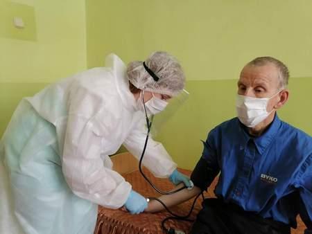 Почему на Западе много погибших от COVID-19 в домах для престарелых и как противостоят вирусу в учреждениях соцзащиты Гродненщины