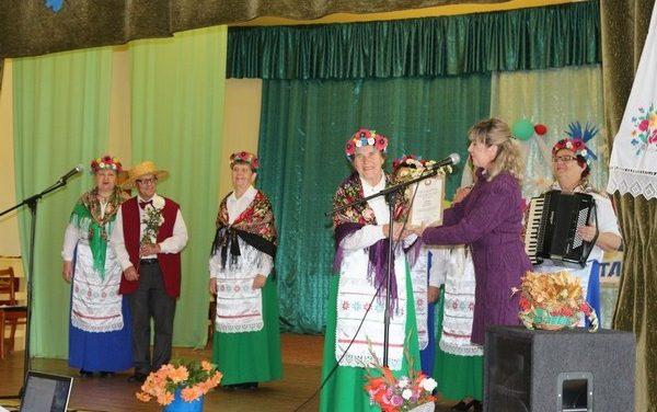 Комплименты, цветы, поздравления принимали женщины в филиале Зельвенского ЦСОН