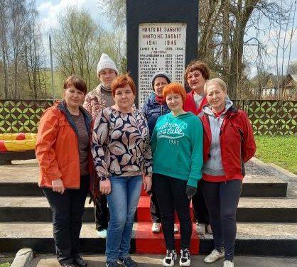 ЦСОН Кореличского района принял участие в акции по наведению порядка у памятников жертвам Великой Отечественной войны.