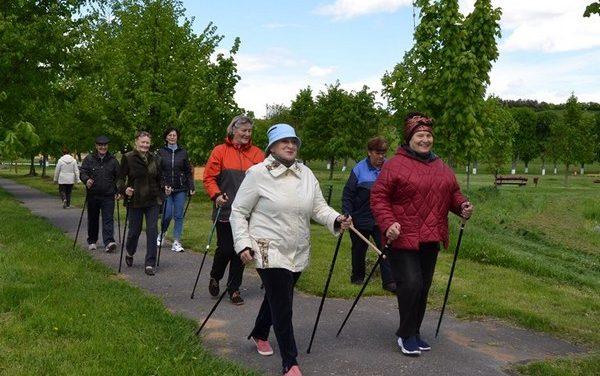 «Юбилейная» прогулка любителей скандинавской ходьбы