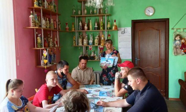 Специалисты и посетители ОДПИ  УТЦСОН «Теплый дом» (г. Сморгонь)  приняли участие в акции  «80 лет памяти»